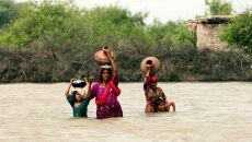 """""""Potrzebujemy tylko jedzenia i namiotu"""". Pakistańczycy zmagają się ze skutkami powodzi"""