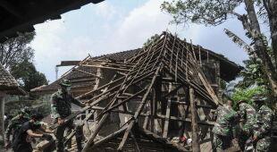 Trzęsienie ziemi w Indonezji (PAP/EPA/FAJAR AHMAD)