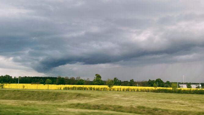 Uwaga na burze z gradem. <br />Żółte alarmy IMGW w połowie kraju